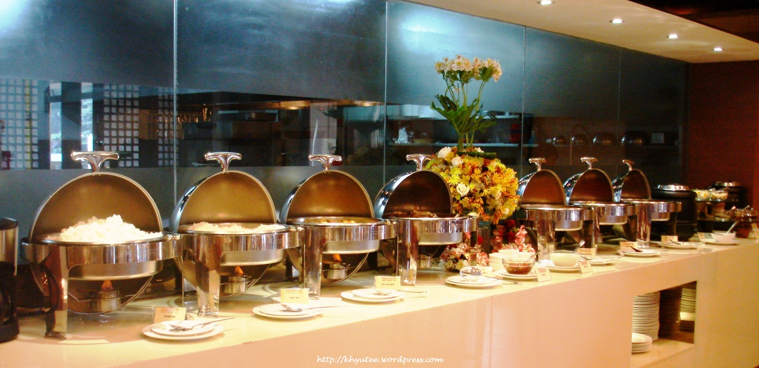 Tradisyon pinoy comfort food restaurant azalea residence for Table buffet